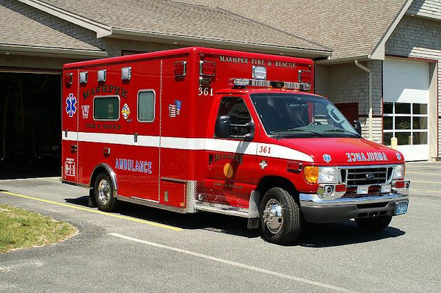 Gambar Mobil Ambulance 14