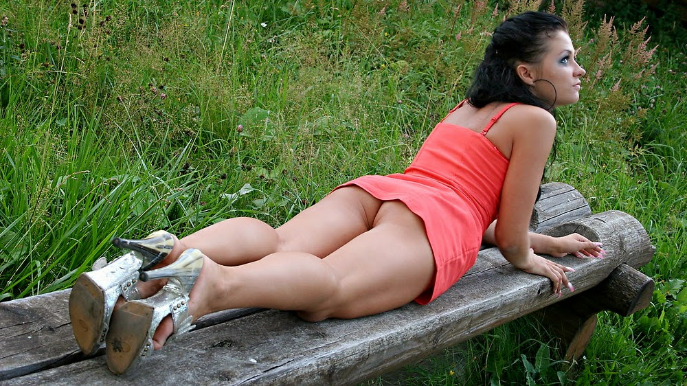 Smokin' candid short skirt galleries superbe! Who