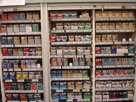 Does pack cigarettes Marlboro cost UK
