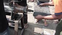Mesin pencetak briket