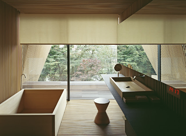 Zeitlos klassische Einrichtung zum entspannten Wohnen in angenehmen natürlichen Materialien und Farben: Bad