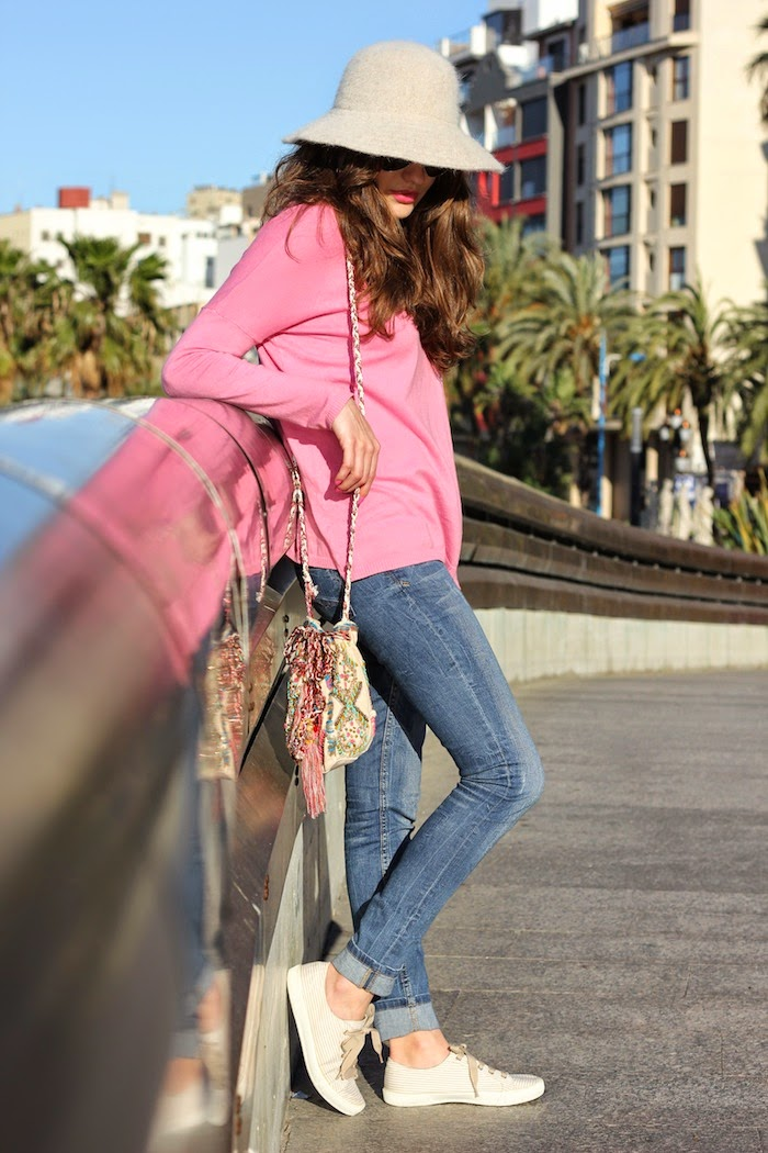 jersey_rosa_pink_oversize_sweater_zara_helado_sombrero_angora_angorina_look_suiteblanco_bolso_bag_etnico_zapatillas_stradivarius_angicupcakes2