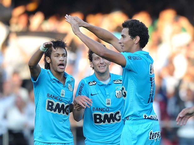 Ganso e Neymar decidem, Santos derrota Guarani e fica perto do tri