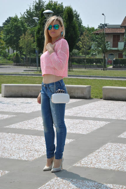outfit crop top rosa come abbinare il crop top outfit rosa mariafelicia magno fashion blogger colorblock by felym blog di moda italiani milano blogger italiane di moda jeans e tacchi outfit giugno 2015 ragazze bionde blonde hair blonde girls summer outfit how to wear crop top pink outfit  jeans and heels how to wear jeans and heels majique london