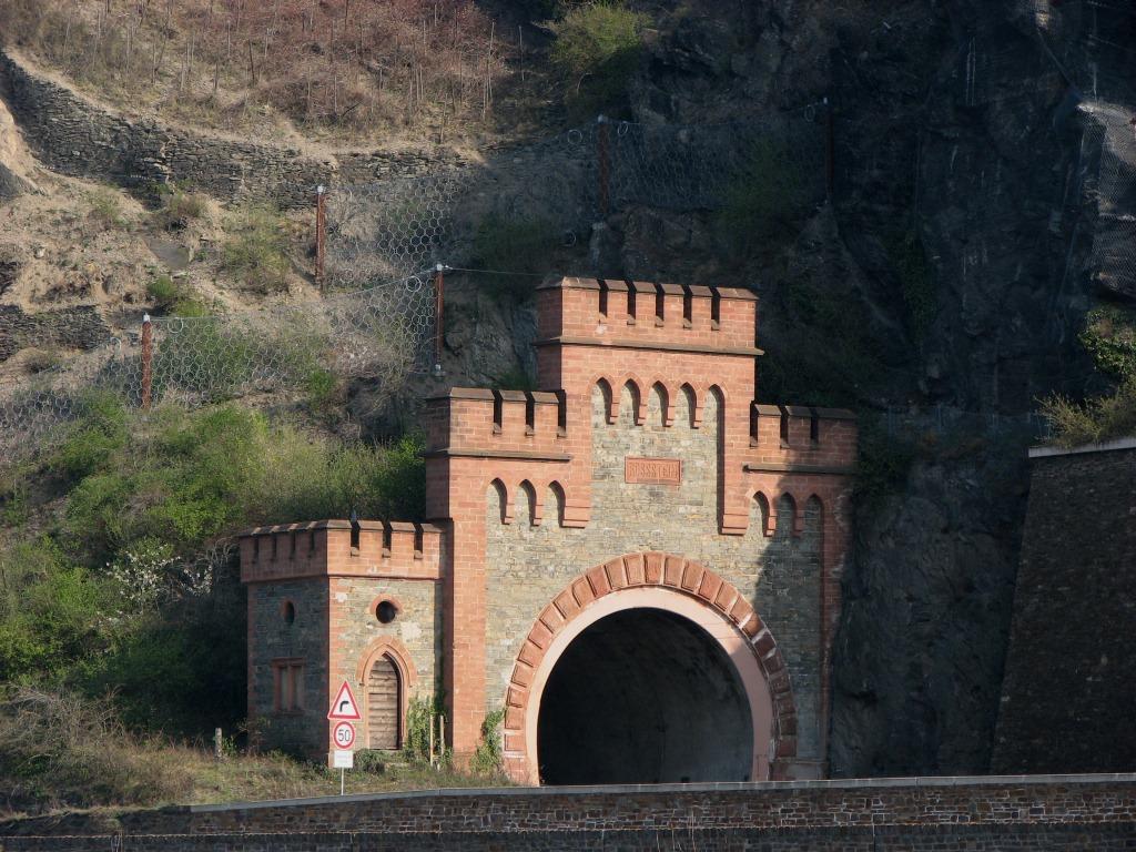 Terowongan di Bawah Sungai Rhein Saat Perang Dunia Ternyata Tidak Diketahui oleh Sekutu