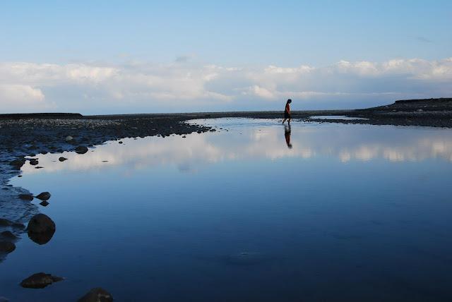 立霧溪出海口,花蓮的獨特在於自然之美,還是人為的龐大建築?攝影:白欽源
