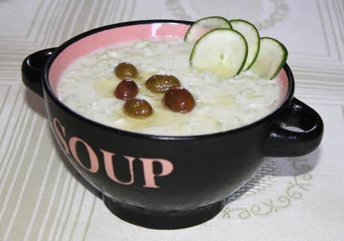 tsatsiki o tzatziki, crema de yogurt, pepino y ajo