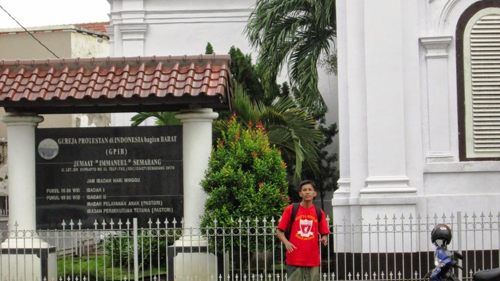 Mengabadikan diri dulu di Kota Lama, Semarang
