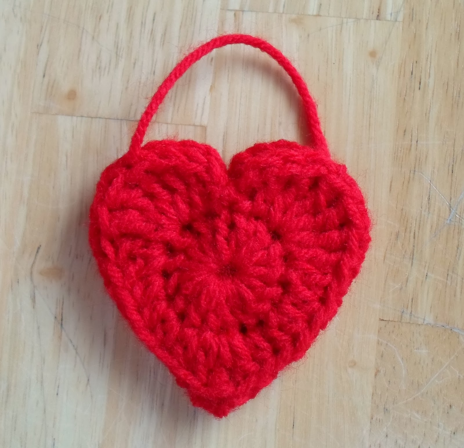 Free crochet pattern heart purse dancox for happier than a pig in mud heart shaped bag or pillow for free crochet pattern bankloansurffo Images