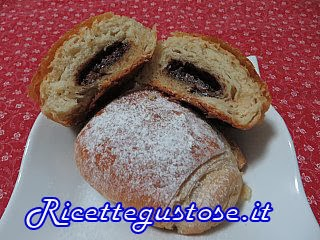 http://www.ricettegustose.it/Biscotti_piccola_pasticceria_html/Saccottini_alla_nutella_semi_sfogliati_e_veloci.html