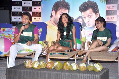 Riteish, Sarah and Neha at super kool hain hum photo