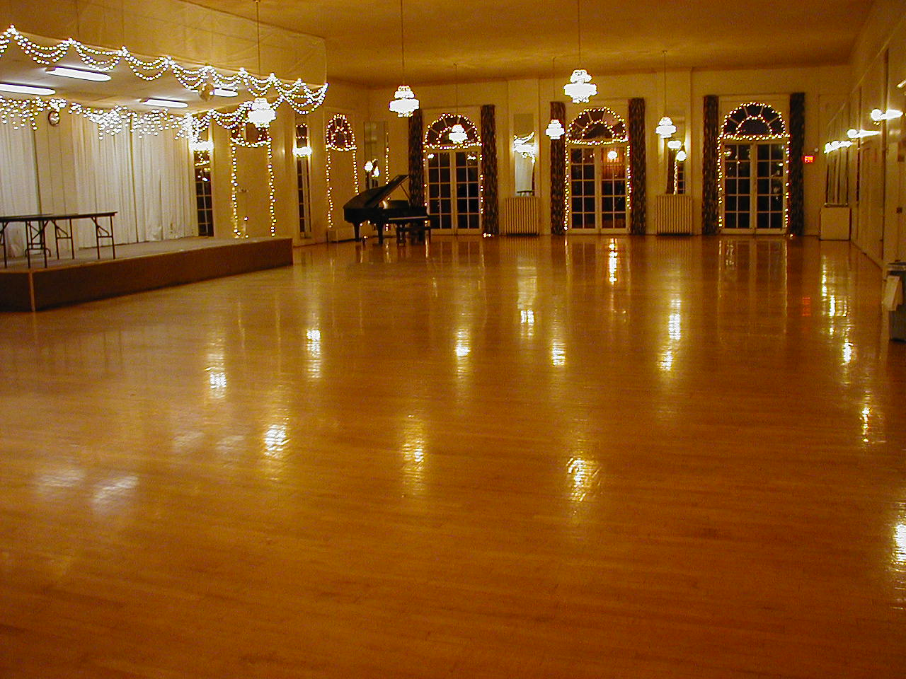 Ballroom lighting pic ballroom floor for Mansion floor plans with ballroom