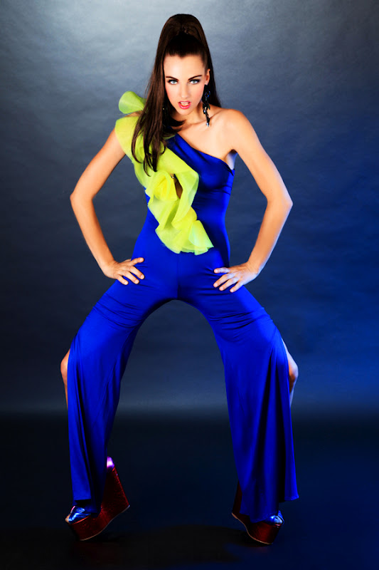 TatiTati Style - THE ART OF FASHION: Electric Blue Under the Big Top