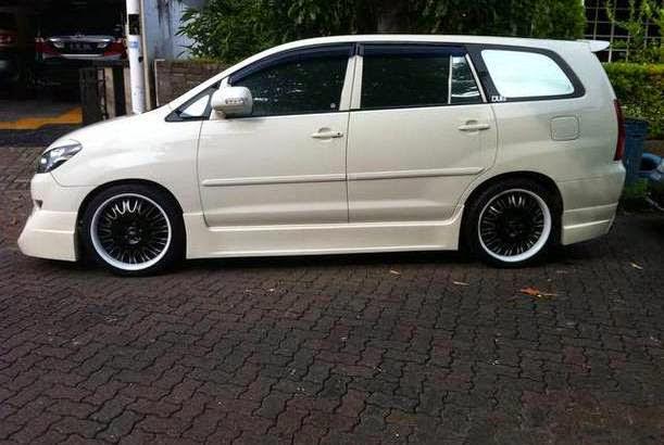 Modifikasi Mobil Toyota Kijang Innova Putih