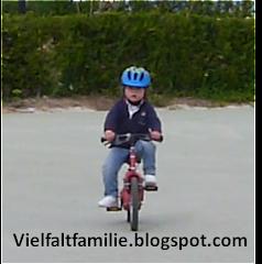 Antonio fährt Fahrrad - April 2013