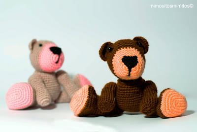 oso de amigurumi hecho a mano con ganchillo para regalar osito de peluche