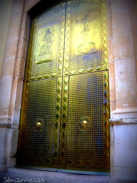 puerta de la iglesia de san roque oliva valencia