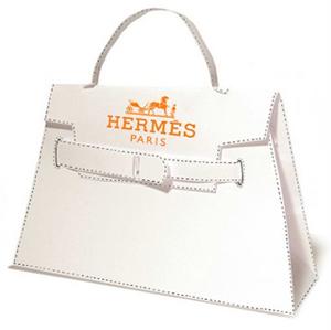 ... de bolsa Kelly pode vir em 200 combinações — não forem suficientes para  satisfazer as clientes mais exigentes, a HERMÈS mantém ainda um ateliê de  ... e635b253d7