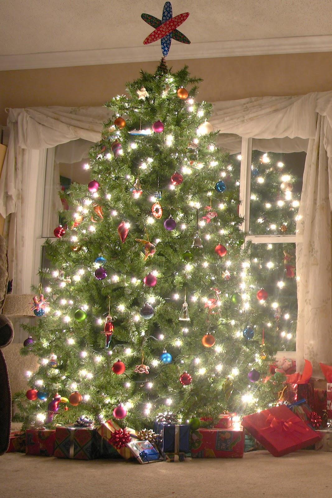 http://4.bp.blogspot.com/-fLu9h-mUqCI/TvGlqrE07rI/AAAAAAAAB4I/qWuVhMjdUm8/s1600/Christmas+tree_iphone+_new+years+eve_wallpaper_1.jpg