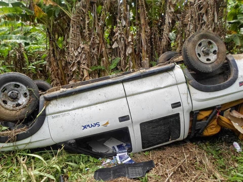 Ipu: Caminhonete perde o controle e capota na CE-187 próximo a localidade de São João.