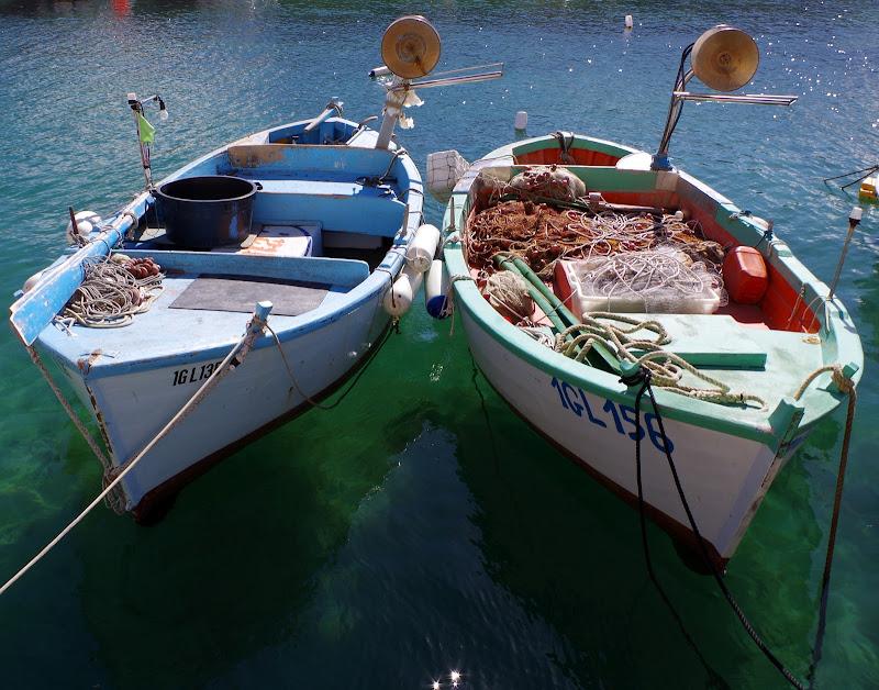 Fischerboot und Sonnenschein Anfang März in Apulien