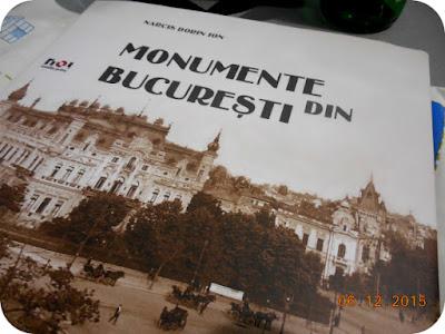 Monumente din Bucuresti. Multumesc Santa!