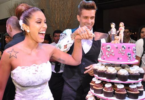 são servidos como bolos individuais para seus convidados um luxo só