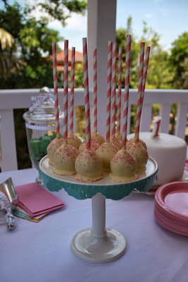 www.familyhomeblog.blogspot.com - Miss O's 1st Birthday Party - Cake Pops