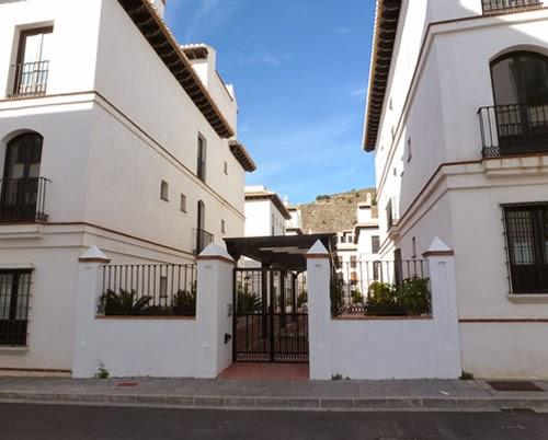 Alquiler apartamento en v lez de benaudalla for Jardines nazaries