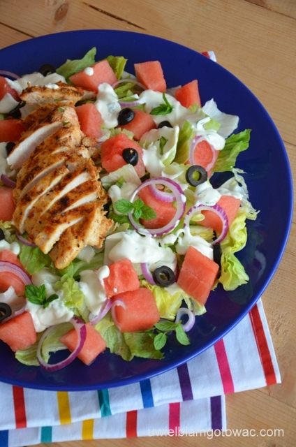 Sałatka z kurczakiem i arbuzem