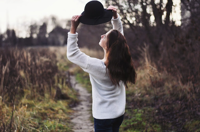 Black Hat Autumn outfit Girl Sheinside White Sweater