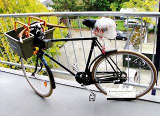 """<img src=""""  .jpg"""" alt=""""Banner van een fiets Marketing"""">"""