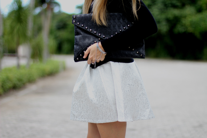 Envelope studded clutch by fashion blogger Mónica Sors