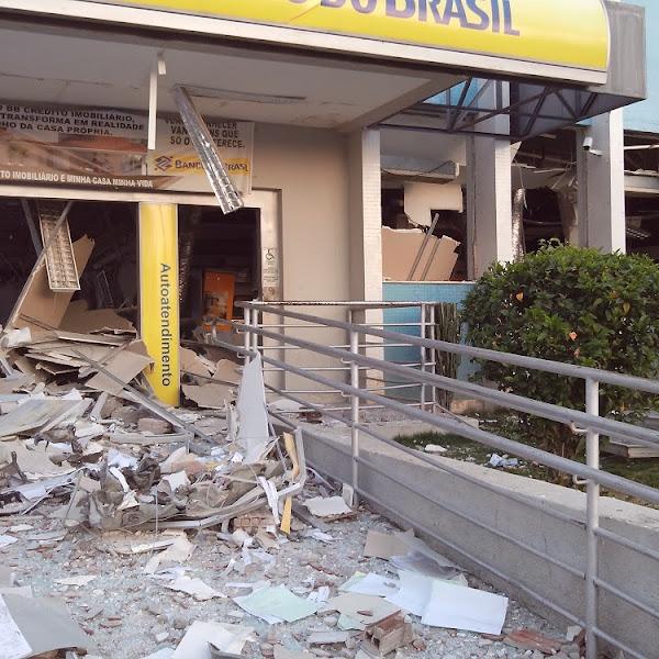 Agencia do Banco do Brasil da cidade de Apodi é destruida por bandidos e um polical é baleado no confronto.