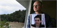 Naom Shalit with photo of his captured son, Gilad Shalit