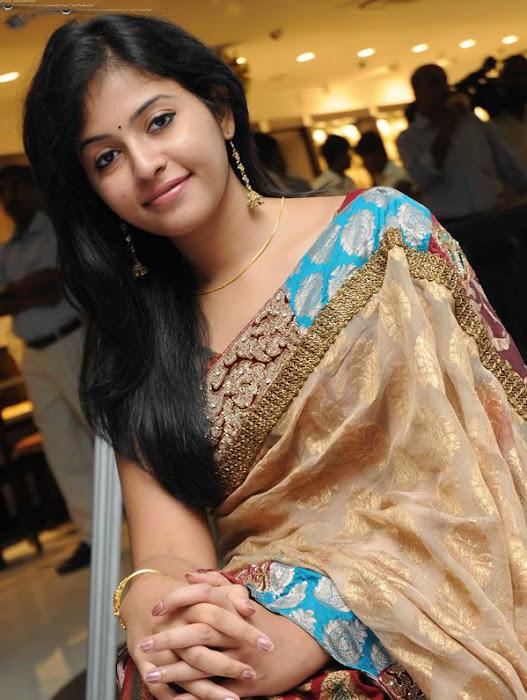 Anjali in Saree Cute Photos hot photos