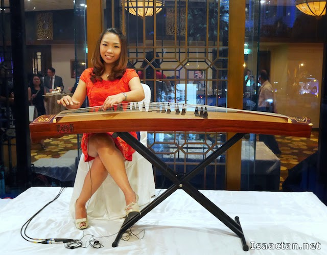 Live entertainment from this pretty lady in red playing traditional chinese melodies