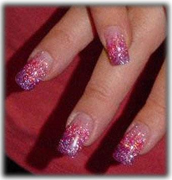 Art nail em degradé lilás com glitter