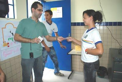 votando na exposição