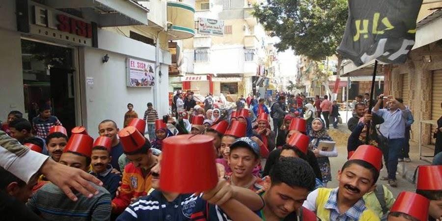 مظاهرة ساخرة بالطرابيش في الورديان