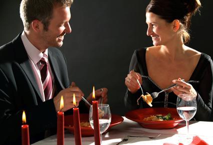 كيف تمضين عطلتك مع زوجك في رومانسية مطلقة؟ - موعد لقاء عاطفى غرامى - romantic date dinner