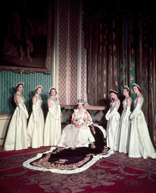 http://4.bp.blogspot.com/-fQ6uplRCJpg/UaxzvEghdRI/AAAAAAAARRw/p1UUpagS69A/s640/SUNDAY-MIRROR-ONLY-Coronation-portrait-of-Queen-Elizabeth-II-1896664.jpg