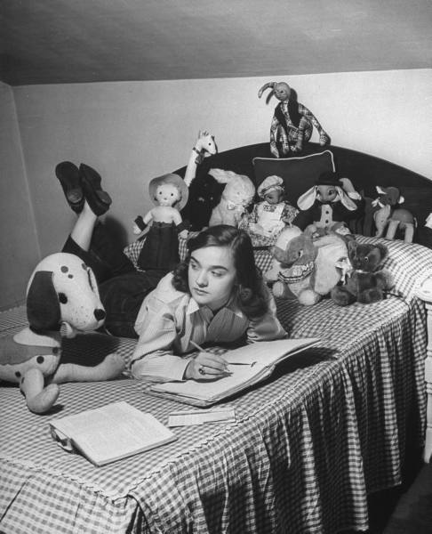 the passion of former days  teenage girls of the 1940s