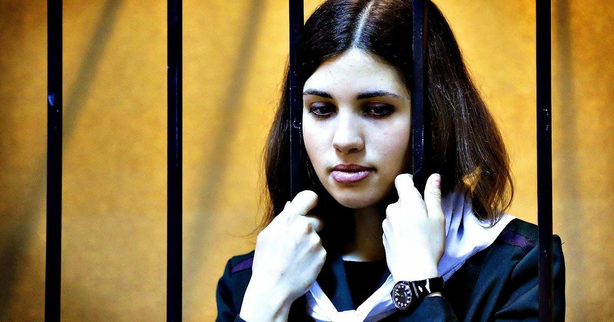 порно молоденькая девочка села киской на лицо