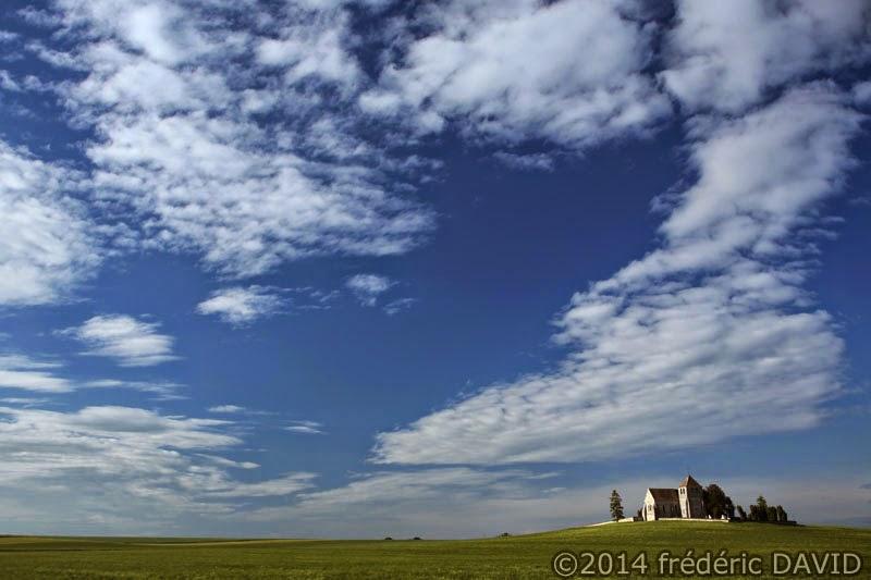 paysage campagne champ chapelle ciel nuages Seine-et-Marne