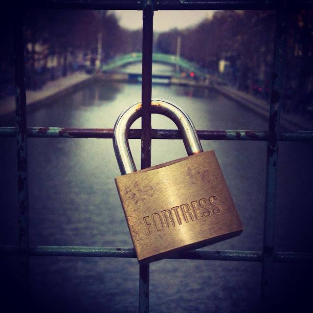 Parigi. La distanza, sai, è come il vento