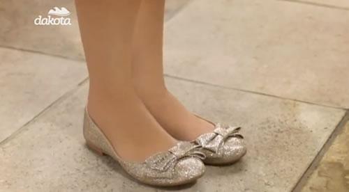 A Dakota lança diversos modelos irreverentes de sapatilhas femininas que caem bem no look.