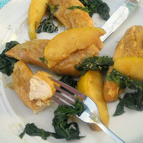 Tender Chicken with Apple and Spinach ~ This Low-Fat Chicken and Apple combination is delicious and the Chicken is so juicy ! #Chicken #LowFat #Healthy