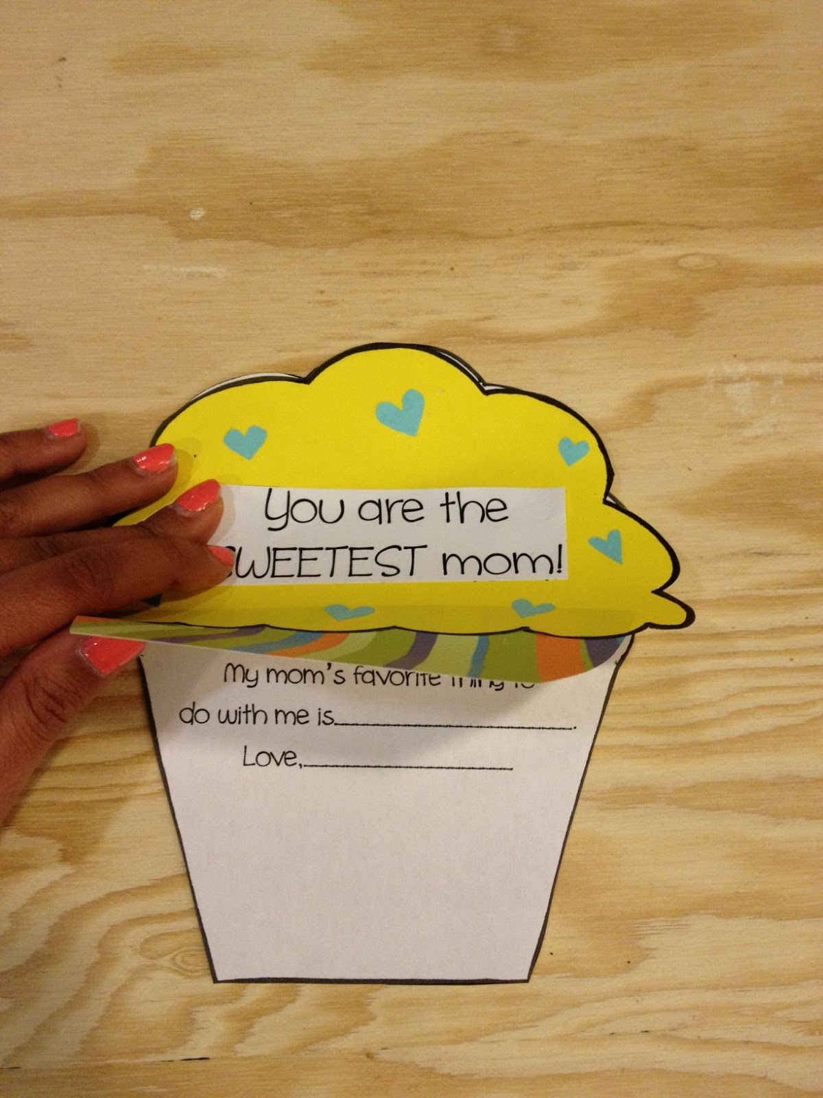 Cupcake mother 39 s day craft apples and abc 39 s for Fun crafts to do with your mom
