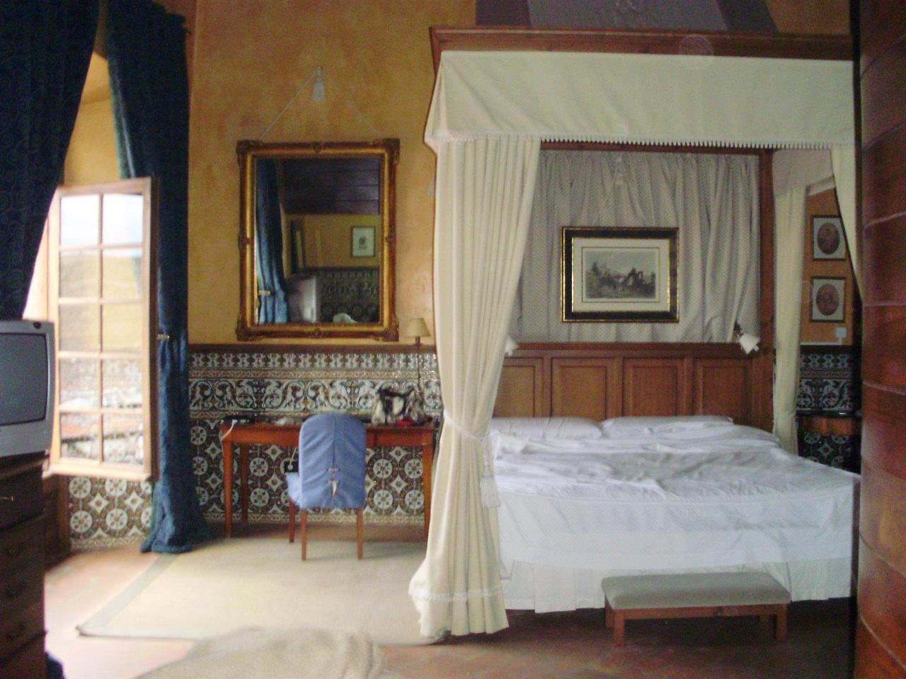 Cabeceros de cama de madera soluciones baratas para hacer en casa o comprar recicoraci n - Cama dosel madera ...